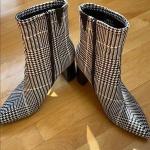 Jeffrey Campbell houndstooth booties. 9.5